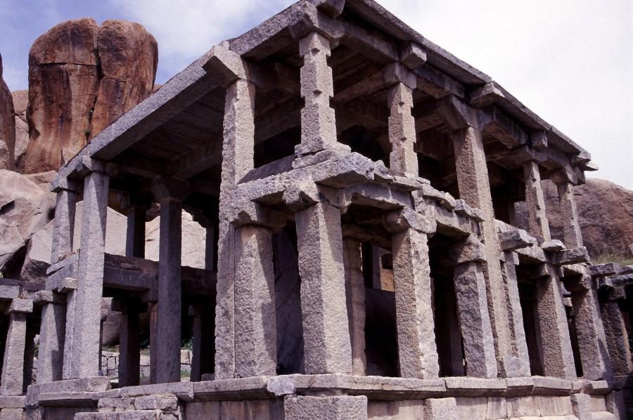 Древние сооружения из камня - фото